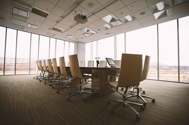 konferenční místnost bez lidí