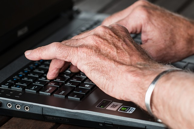 ruce staršího pána