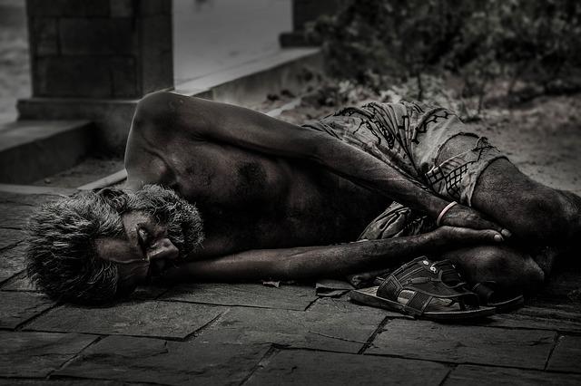 starý bezdomovec