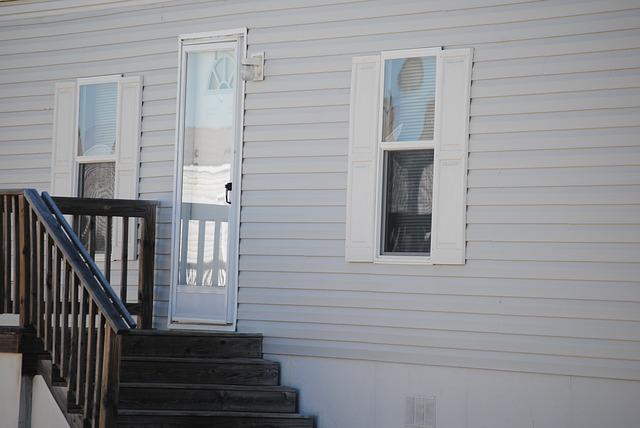 schody k domovním dveřím