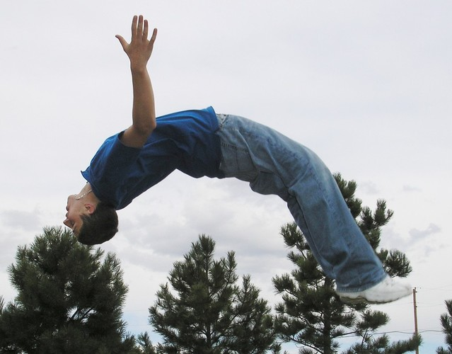 dítě ve výskoku
