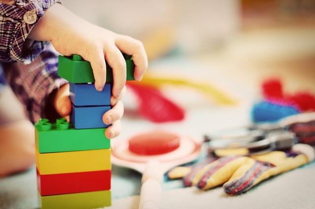 dítě a hračky.jpg