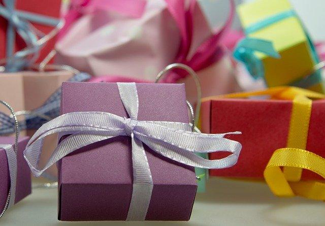 malý fialový dáreček