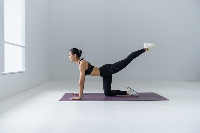 žena cvičí, jóga