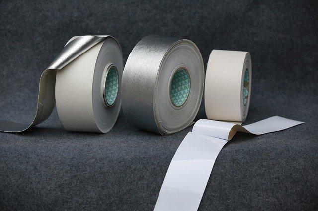 lepicí pásky.jpg
